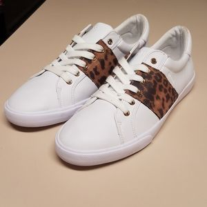Guess low top sneakers. Size 11